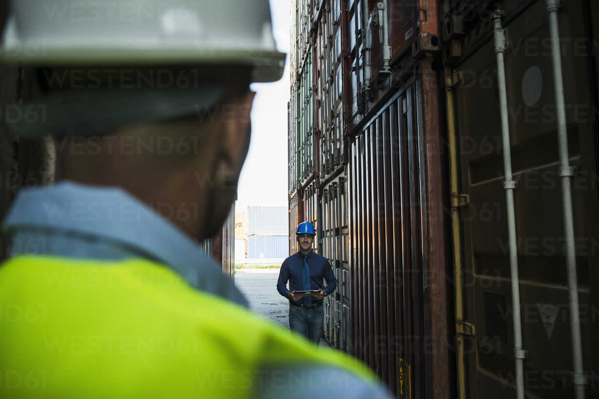 Two men with safety helmets at container port - UUF004463 - Uwe Umstätter/Westend61