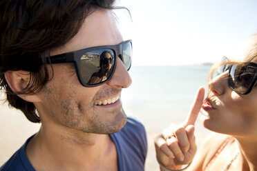 South Africa, portrait of happy couple wearing sunglasses - TOYF000980