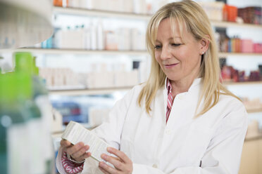 Portrait of female pharmacist doing inventory control - FKF001078