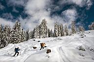 Austria, Altenmarkt-Zauchensee, two ski mountaineers on their way to Strimskogel - HHF005367