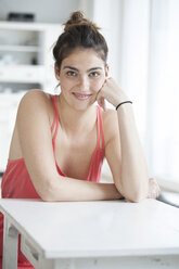 Portrait of smiling young woman - RBF002878
