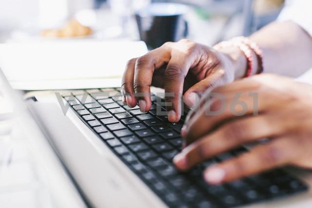 Hands on laptop keybard - EBSF000640