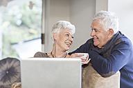 Senior couple talking together at home - ZEF005505