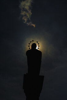 Germany, Duesseldorf, St Mary's Column at moonlight - VI000315