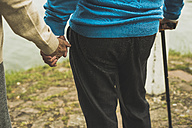 Senior couple holding hands at water's edge, close-up - UUF004518