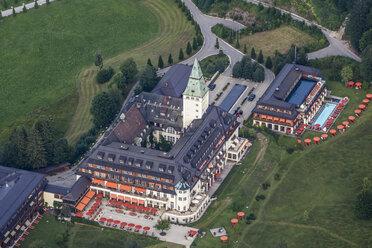 Germany, Krun, aerial view of Elmau Castle - KLE000009