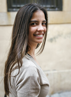 Portrait of smiling young woman - MGOF000279