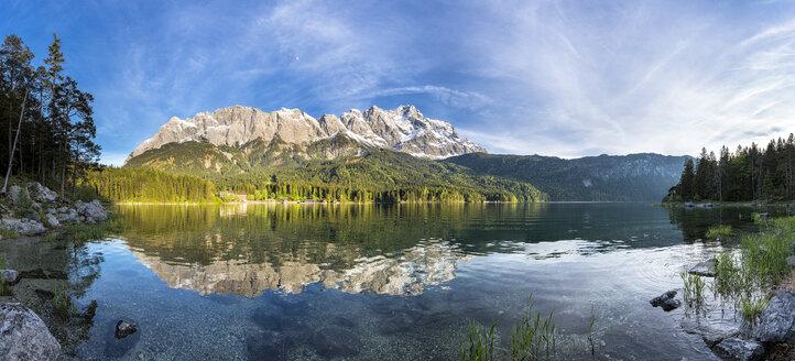 Germany, Bavaria, Grainau, Wetterstein mountains, Eibsee lake with Zugspitze - STSF000799