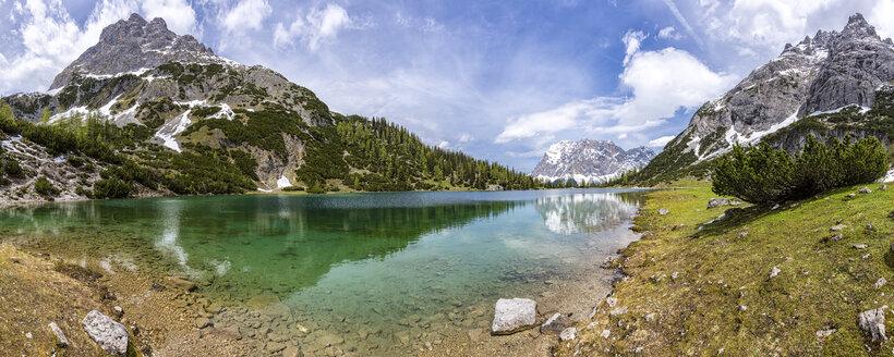 Austria, Tyrol, Ehrwald, Seebensee with Wetterstein Mountains, Plattspitzen - STSF000803