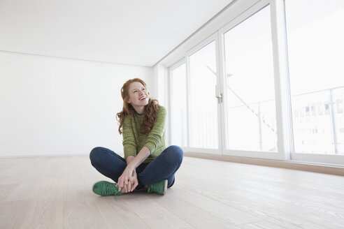 Young house-hunting woman viewing modern flat - RBF002771