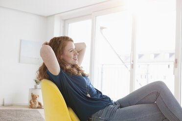 Young woman relaxing in her living room - RBF002756