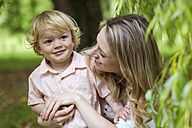 Mother with her little son in a park - GDF000748