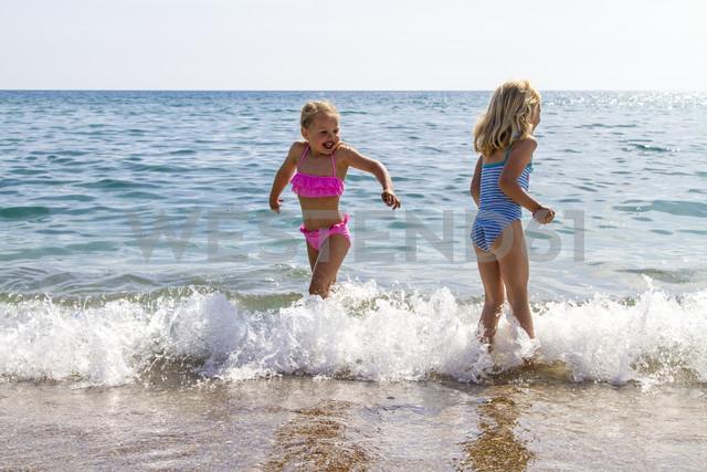 Greece, Corfu, Agios Georgios, two little girls bathing - JFEF000681