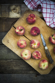 Vineyard peaches on chopping board - LVF003465
