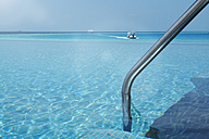 Maldives, infinity pool and speedboat on the ocean - STKF001276