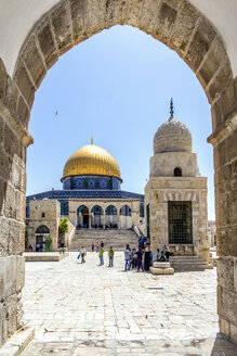 Israel, Jerusalem, view through arch  to Dome of the Rock at temple mount - WEF000351