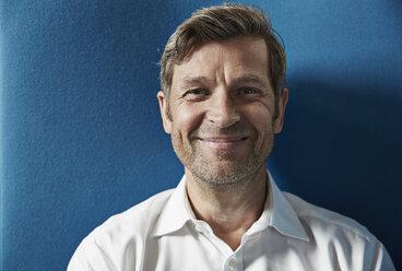 Portrait of a confident businessman - PDF001029