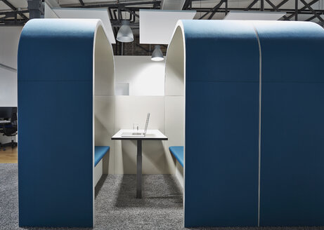 Modern office cubicle with noise protection partition wall - PDF001055