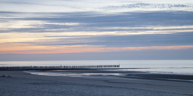 Germany, Lower Saxony, East Frisia, Wangerooge, Beach in the evening, Panorama - WIF002211