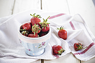 Bowl of strawberries - SBDF001985