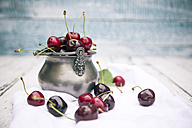 Fresh cherries in bowl, on wood - SARF001910