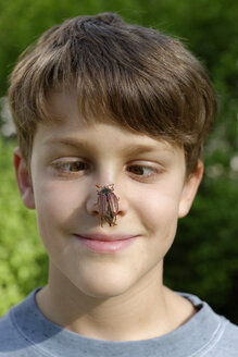 Boy with maybug on his nose - LBF001127