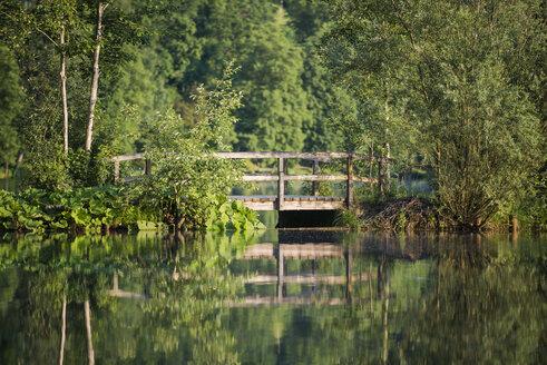 Germany, Bavaria, wooden footbridge at a lake - MW000090