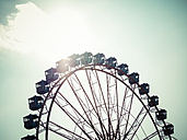 Germany, Hamburg, big wheel against the sun - KRPF001427