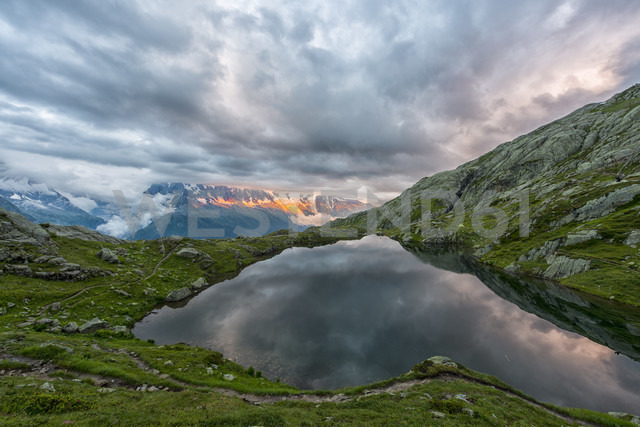 France, Mont Blanc, Lake Cheserys, Mont Blanc reflected in the lake in a stormy day at sunset - LOMF000001 - Lorenzo Mattei/Westend61