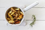 Casserolle of potato wedges with rosemary - EVGF001823