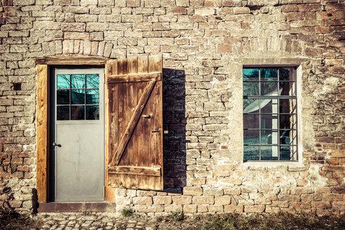 Germany, Hesse, Stockstadt, old barn - PUF000361