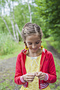 Germany, Girl preparing fishing line - MJF001563
