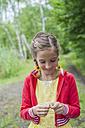 Germany, Girl preparing fishing line - MJF001563