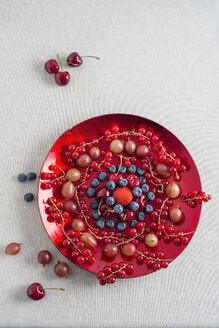 Plate of different fruits - MYF001057