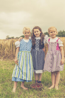 Germany, Saxony, group picture of three little girls wearing dirndl - MJF001591