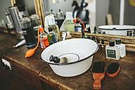 Utensils in a barber shop - MADF000343