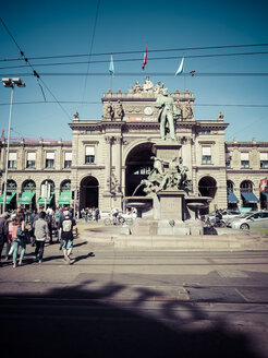 Switzerland, Zurich, View to Main Station, Alfred Escher statue - KRP001526