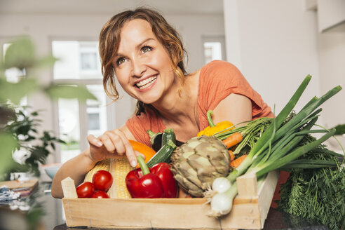 Portrait of woman with wooden box of vegetables - MFF001742