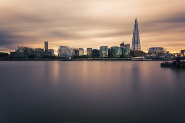 UK, London, view to River Thames with modern office buildings in the background, long exposure - ZMF000411