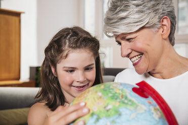 Girl and her grandmother with a globe - MFF001691