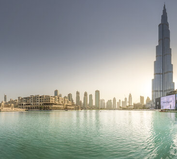 United Arab Emirates, Dubai, Burj Khalifa Lake with Burj Khalifa and Souk Al Bahar in the evening - NK000267