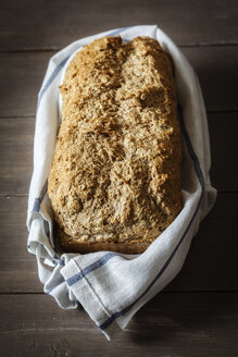 Wholemeal spelt bread and kitchen towel - EVGF001902