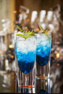 Fresh cocktail with blue curacao liquor - JUNF000348