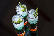 Fresh cocktail with mint liqueur in glasses - JUNF000354