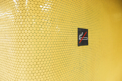 'No smoking' on yellow tiles - VIF000335