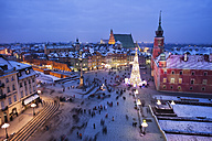 Poland, Warsaw, view to Castle Square with lighted Christmas tree at historic city centre by night - ABOF000024