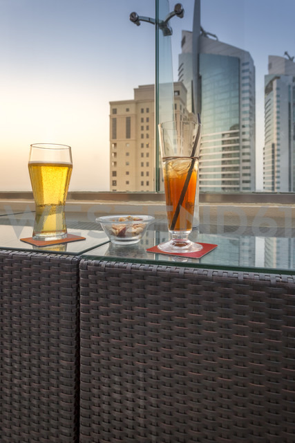 UAE, Dubai, drinks and munchies in a rooftop bar - NKF000289