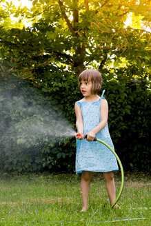 Little girl with garden hose - LVF003677