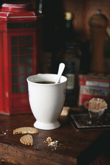 Cup of tea, cookies and cookie box in the shape of London phone box - LSF000063