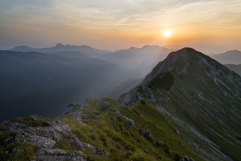Austria, Tyrol, sunrise at Sonnwendjoch - MKFF000232
